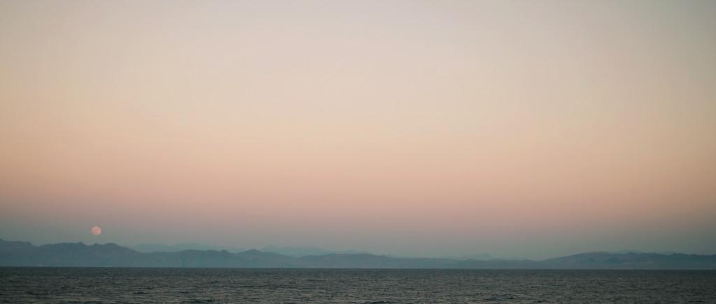 Dahab Sunset with view on Saudi Arabia
